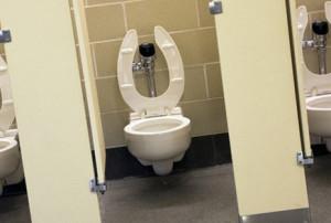 rencontre coquine dans les toilettes publique de Bordeaux