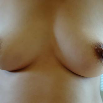 jolis seins de femme sexy cherche plan cul sur Talence